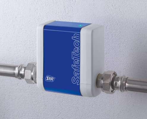 Der SafeTech an einem Rohr